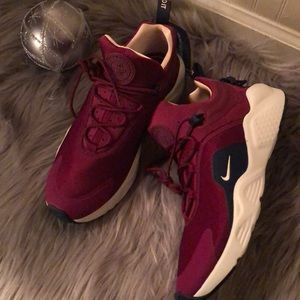 NIKE AIR HUARACHE RED WOMENS SHOES SIZE 10
